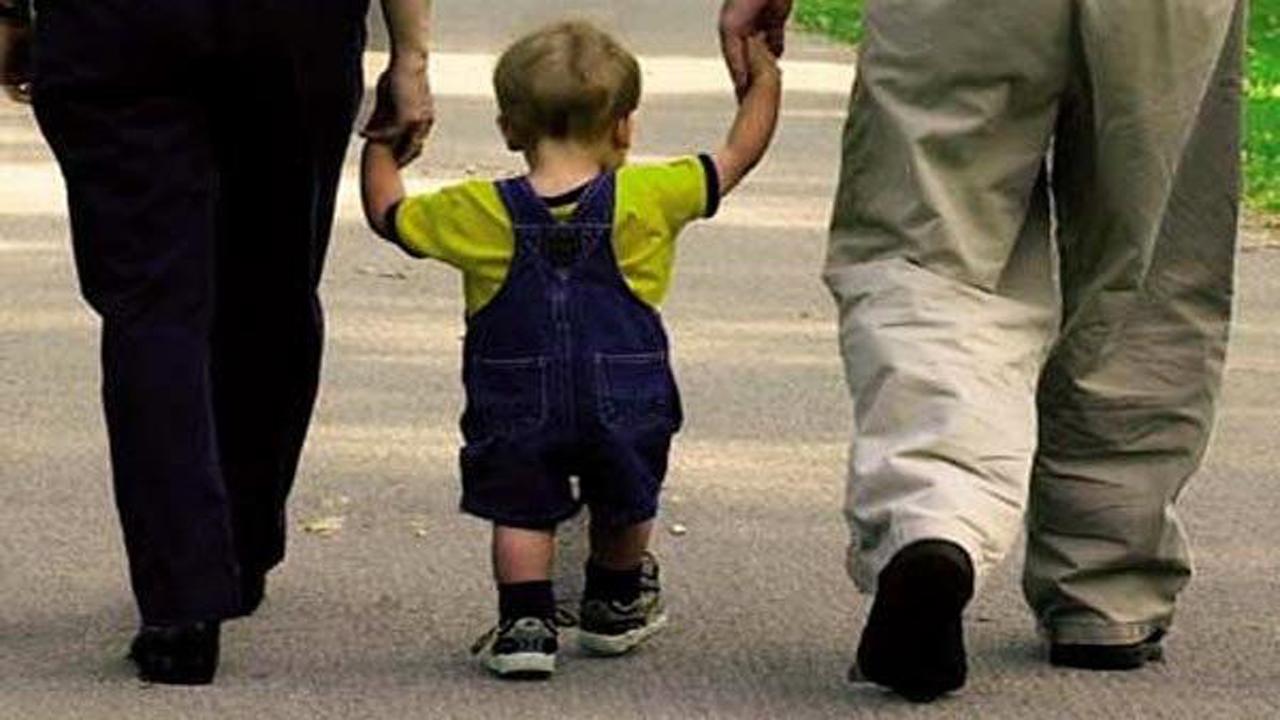 چگونه یک والدین مهربان برای فرزندانمان باشیم؟ (۳۰ روش جالب)