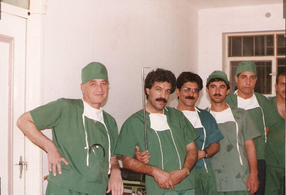 پزشکی با رکورد ۱۰هزار عمل جراحی در دوران دفاع مقدس/ روایت عجیب خارج کردن بمب خوشهای از پای یک رزمنده