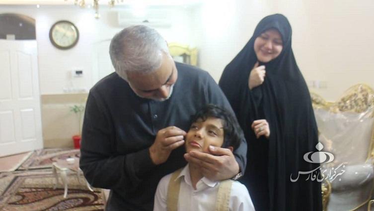 دیدار با خانوادهای که کفن حاج قاسم را امضاء کردند/ روایت سردار از مناجات عارفانه پدر خانواده