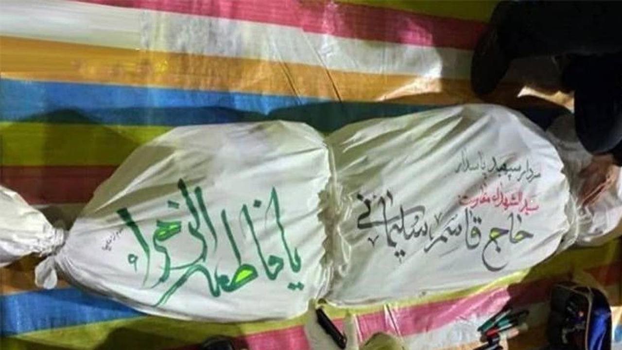 جریان امضای یک خانواده شهید بر کفن سردار شهید سلیمانی