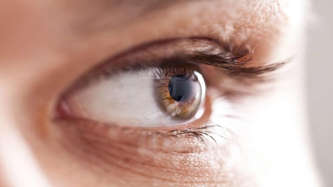 دختر اسکاتلندی که پس از لمس لنز چشمش، نابینا شد+ تصاویر