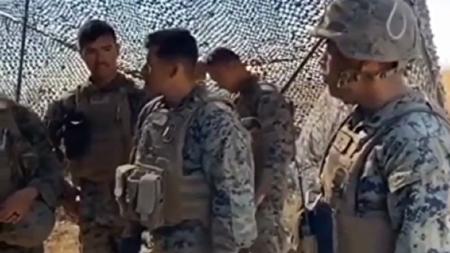 واق واق کردن سربازان آمریکایی هنگام گرفتن غذا + فیلم