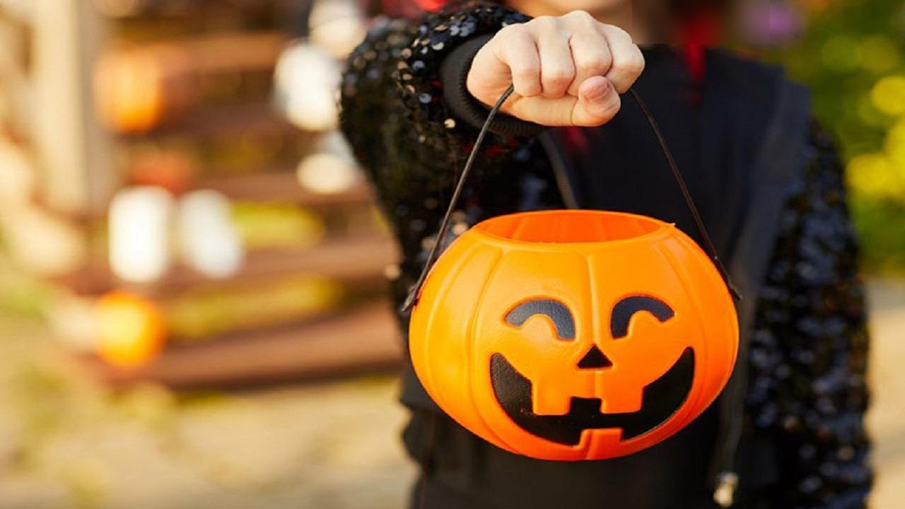 ترساندن مردم به بهانه برگزاری جشن هالووین/ کدو تنبل به سرهایی که امسال به ایستگاه کرونا رسیدند