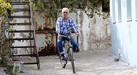 وفاداری ۵۰ ساله یک مرد به دوچرخهاش