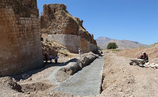 بستر سازی رودخانهها و دیواره سازی رودخانهها