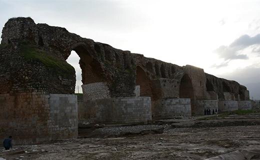 تخریب پایه پل تاریخی کشکان بر اثر سیلاب