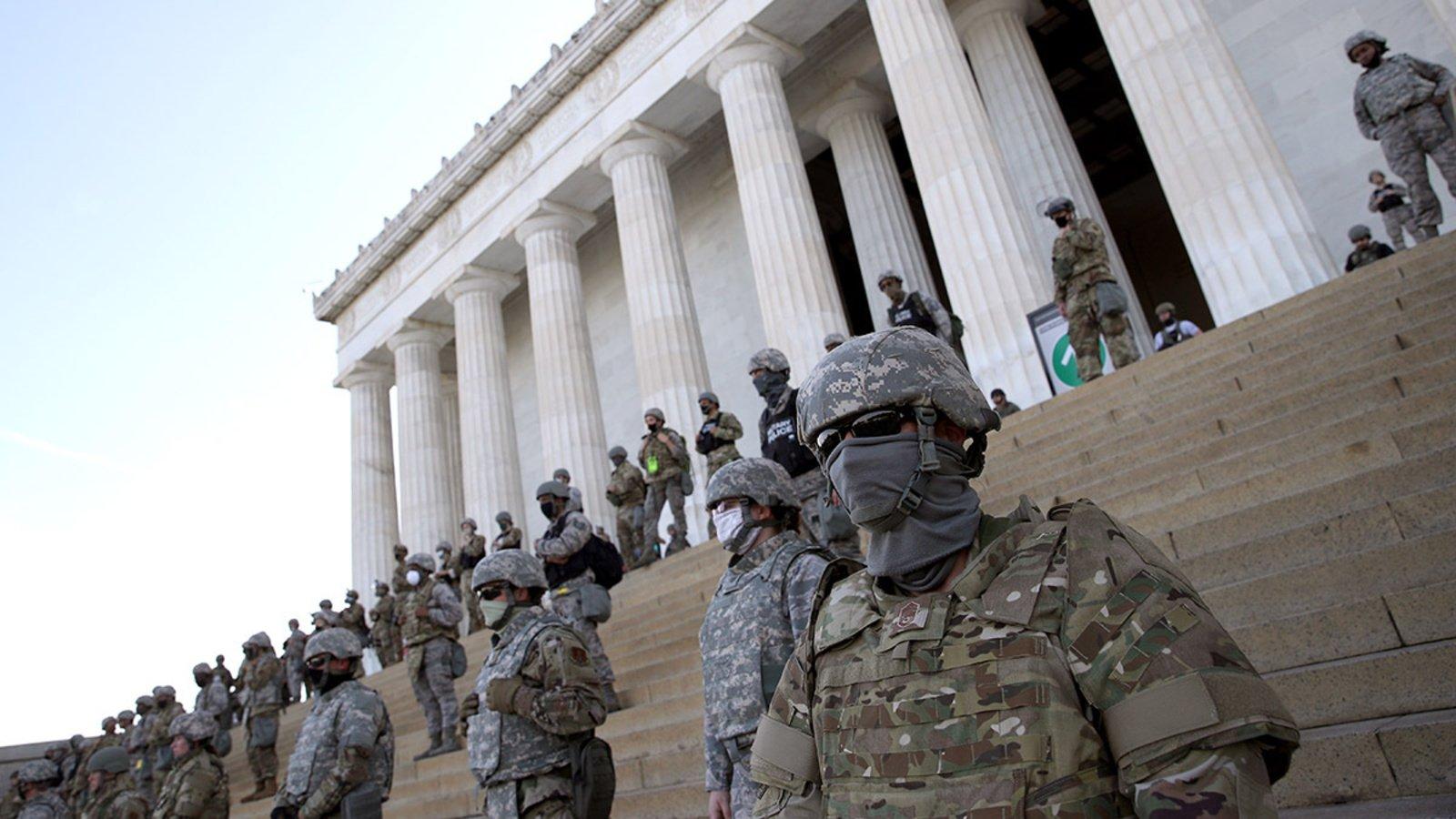 قوانین توسل به نیروهای نظامی در صورت بروز جنگ داخلی در انتخابات آمریکا چیست //