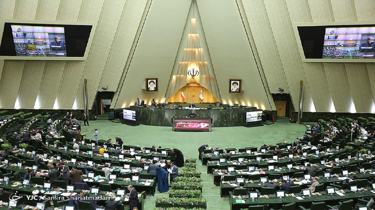 آغاز جلسه علنی مجلس/ گزارش کمیسیون اصل ۹۰ درباره مشکلات تامین ارز و توزیع نهادههای دامی