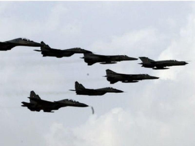 انهدام اهداف حیاتی دشمن فرضی توسط هواپیماهای اف ۵ و صاعقه/ استفاده از تصاویر دوربینهای پیشرفته «سمات» برای نخستین بار