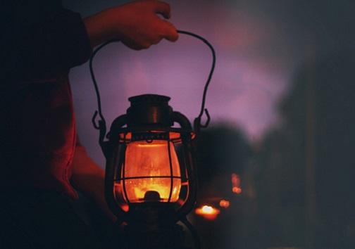 زندگی در تاریکی/ نور ماه تنها چراغ شبهای سیاه روستائیان در شهر اولینها