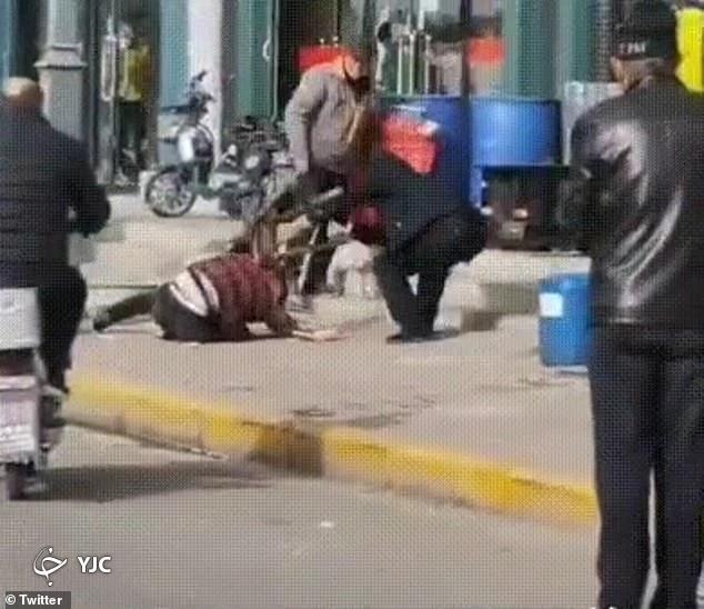 جر و بحث ساده زوج چینی ، به قتل در خیابان ختم شد!///
