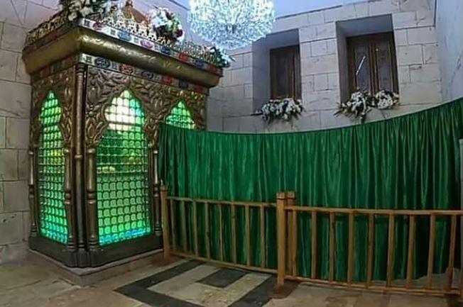سنگی که میزبان سر سیدالشهدا(ع) بود پس از ۸ سال به جایگاه اصلی بازگشت