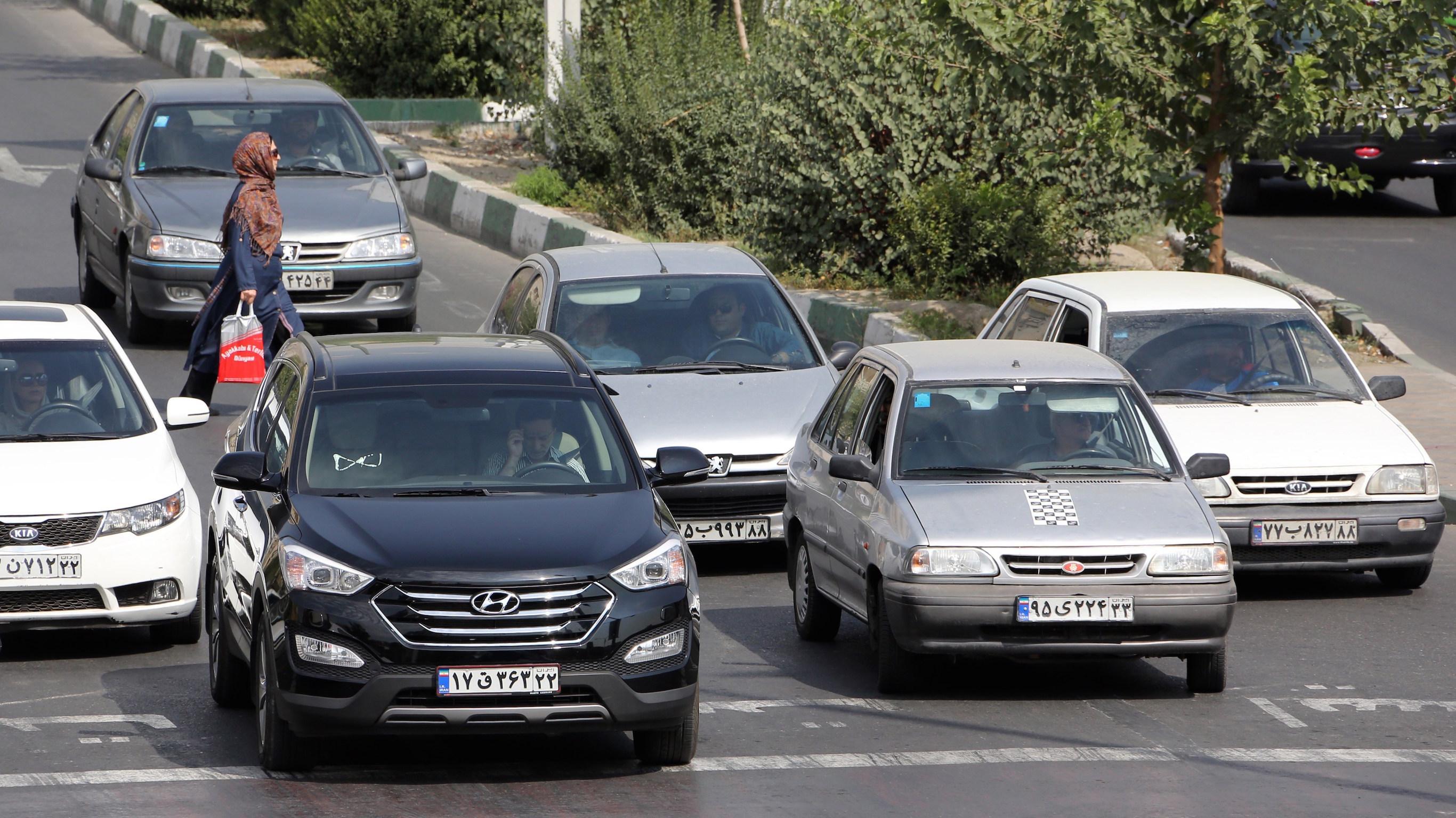 گزارش - اثرات سبک شدن وزن دلار بر قیمت خودرو؛ نرخ ارز حرف اول را در بازار کالاهای ساخت داخل میزند