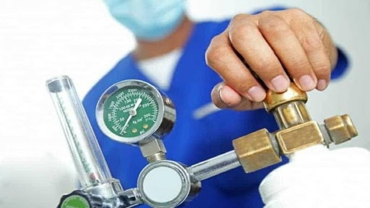 خیران قمی ۲۳ کپسول اکسیژن به بیماران نیازمند اهدا کردند