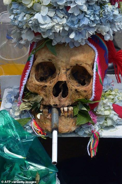 جشن روز جمجمه برای قدردانی از مردگان در بولیوی + فیلم +۱۸