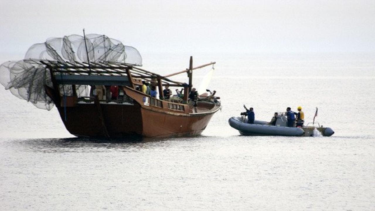 ۴ قایق بیهویت در آبهای دیر و تنگستان توقیف شدند
