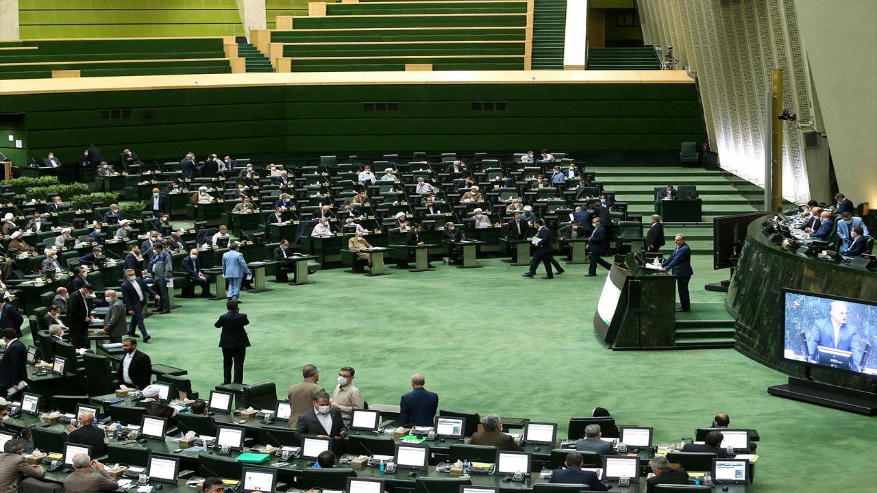 صحن علنی مجلس آغاز شد/ گزارش اصل ۹۰ درباره مشکلات تأمین ارز و توزیع نهادههای دامی در دستور