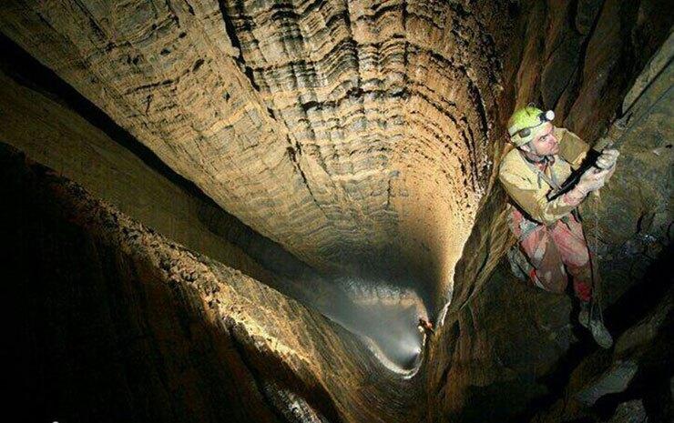 غاری رمزآلود در قلب«ایوان»/ این غار طلسم شده گردشگرانش را بیمار میکند!