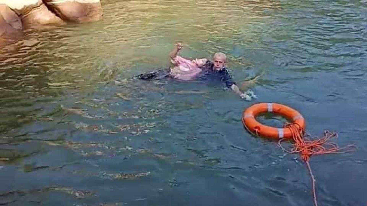 رودخانه،زن،داخل،نجات،ديپلمات،چيني،جوان،غرق