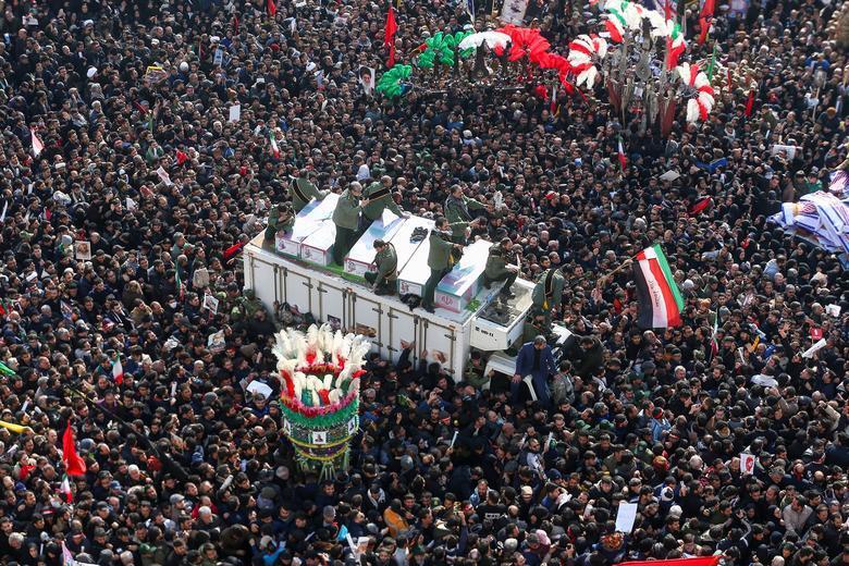 مراسم تشییع سردار سلیمانی در میان ۱۰۰ عکس برگزیده رویترز+ تصویر