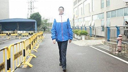 نوجوان بلند قامتی که رکورد گینس را شکست + تصاویر