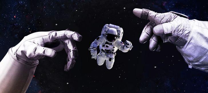 ۱۷ اتفاق عجیبی که در فضا برای انسان رخ میدهد