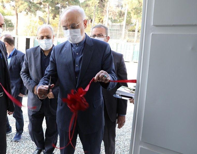 خط تولید تمام اتوماتیک ماسک سه لایه با حضور دکتر صالحی به بهرهبرداری رسید