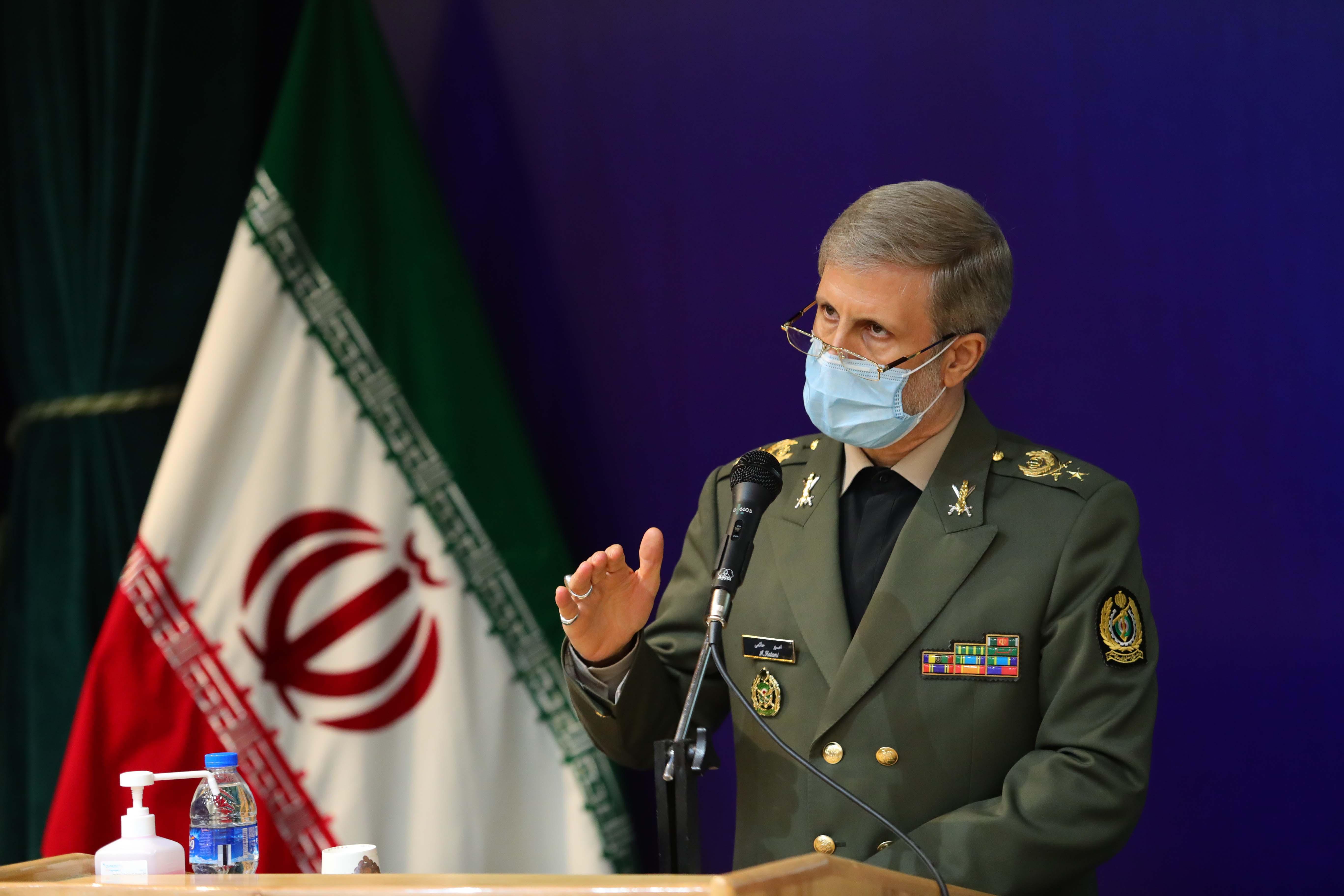 وزیر دفاع: پژوهشگران باید آن کاری را که موجب غافلگیری دشمن می شود، وجهه ی همت قرار دهند