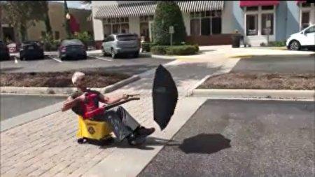 وسیله نقلیه عجیبی که مرد ۵۷ ساله اختراع کرد!