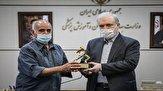 باشگاه خبرنگاران -تندیس شهید دریاقلی سورانی به وزیر بهداشت اهدا شد
