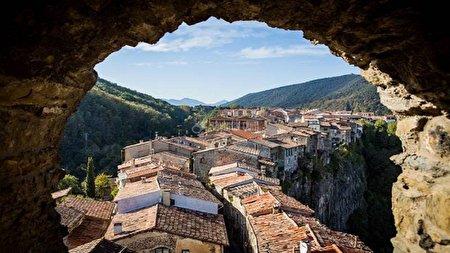 شهری در اسپانیا که فقط یک خیابان دارد