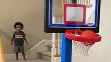 استعداد حیرتانگیز یک کودک در بسکتبال