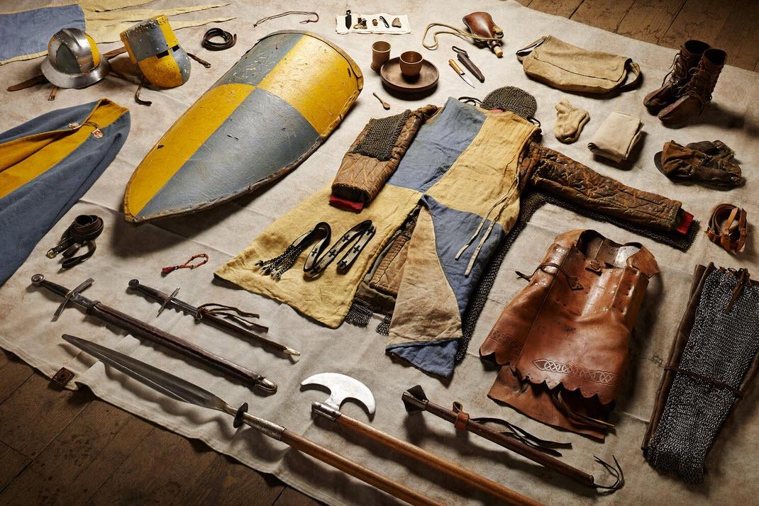 سربازها از قرن یازده میلادی تاکنون، مجبور بودهاند چه چیزهایی با خود داشته باشند و حمل کنند؟