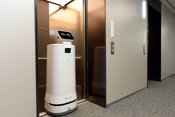 شرکت LG آزمایش سرویس تحویل رباتهای داخلی را آغاز میکند