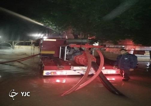آخرین اخبار از آبگرفتگی ها در خوزستان/ تخریب خانه های روستایی در ایذه/ تلاش برای دفع آبهای سطحی ادامه دارد + فیلم و تصاویر