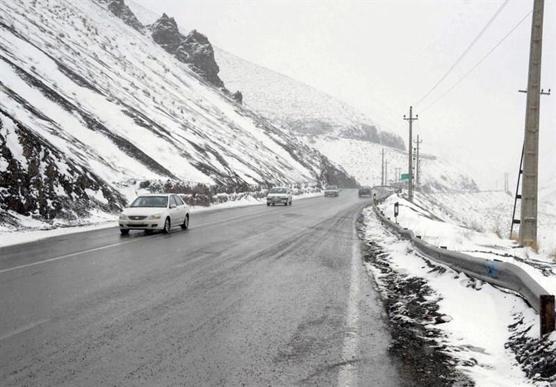 جاده های استان همدان لغزنده است.