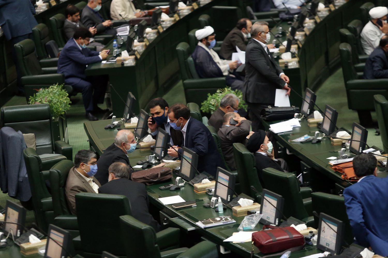 رئیس مجلس شورای اسلامی ۳۰ دقیقه تنفس اعلام کرد