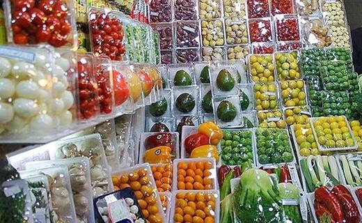 میوه های گرمسیری بسته بندی شده در بازار میوه فروشی تجریش