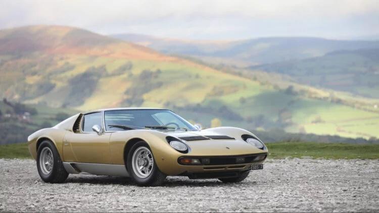 ۱۰ خودرو کلاسیک گرانقیمت که در سال ۲۰۲۰ به قیمت میلیونها دلار به فروش رسیدند