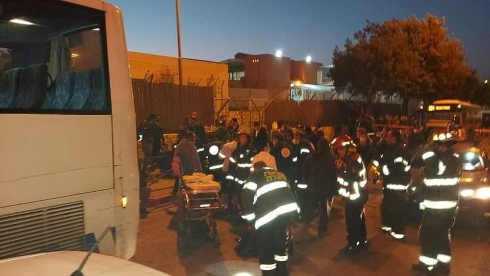 اتوبوس رژیم صهیونیستی کارگران فلسطینی را در کرانه باختری زیر گرفت