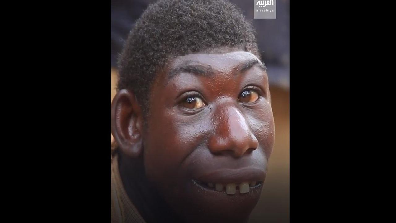 ظاهر یک پسر جنگلی واقعی در جنگلی در رواندا ... تعجب آور و تعجب آور است