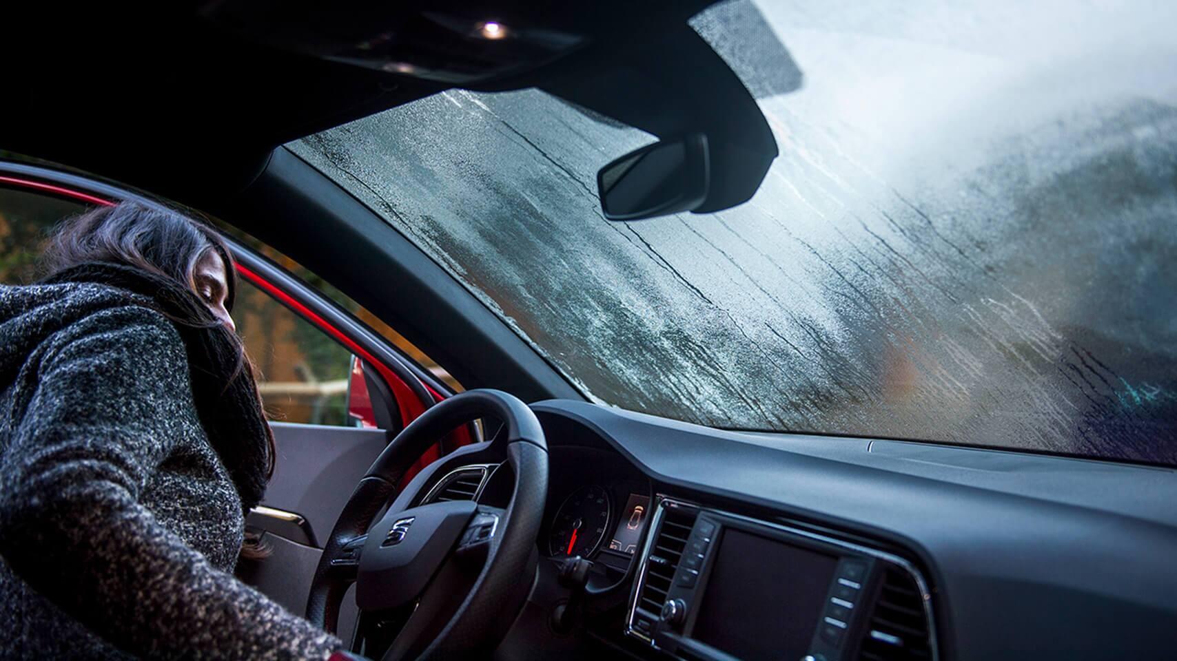 برای بخار نکردن شیشه خودرو چه کنیم؟
