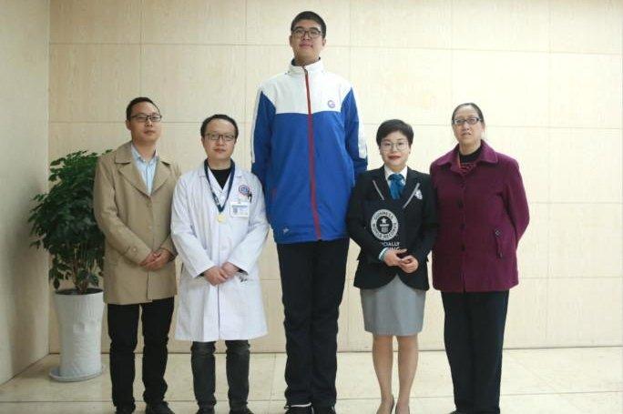 پسر چینی رکورددار بلندترین قد جهان+ تصاویر