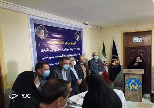 اهدای ۶۰۱ دستگاه تبلت به دانش آموزان نیازمند بندر امام خمینی (ره)