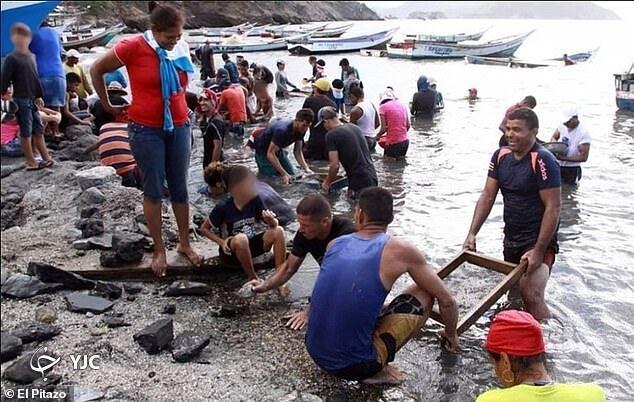 هجوم ماهیگیران برای پیداکردن جواهر در ساحل!