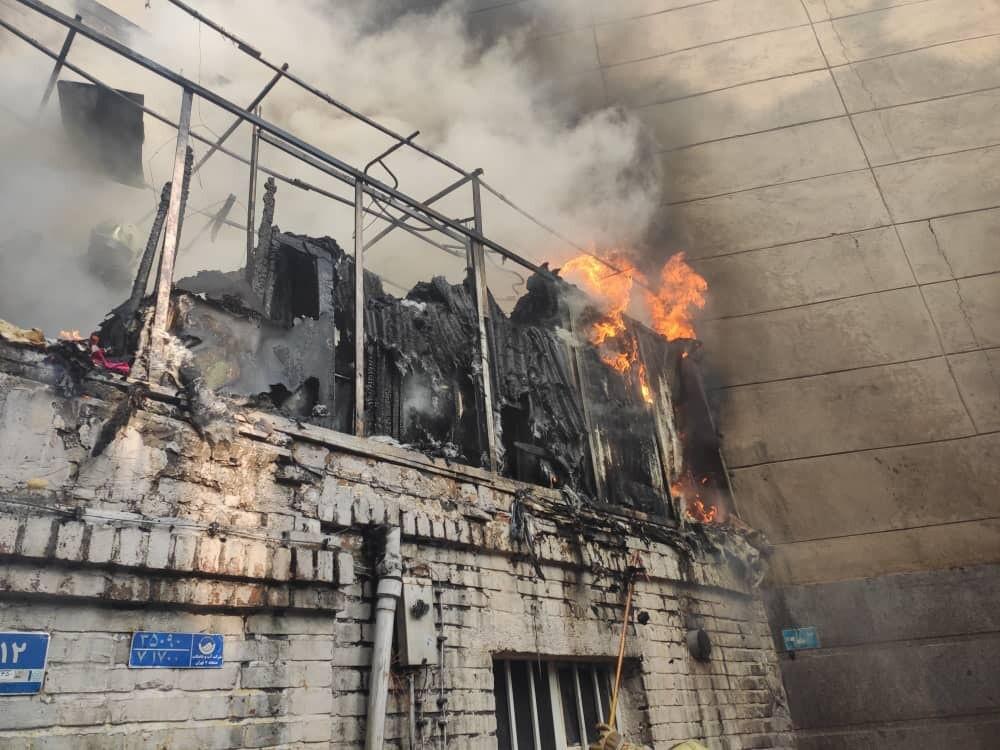 جزئیات آتش سوزی در ساختمان قدیمی خیابان نظام آباد