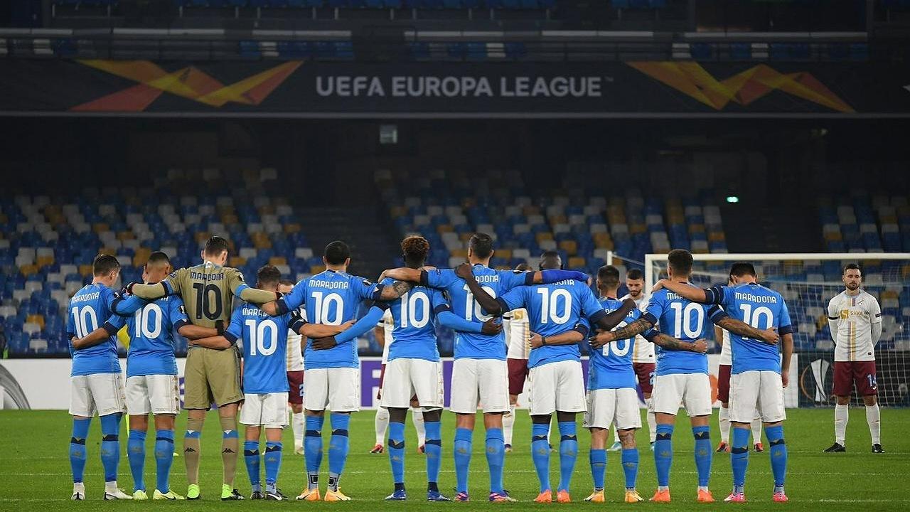 ادای احترام مردم ناپل به شماره ۱۰ افسانهای/ پیروزی ناپولی در لیگ اروپا تحت تاثیر درگذشت مارادونا