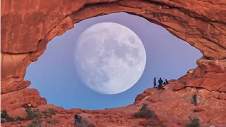 ظهور چشمی غول پیکر بین صخرهای سنگی در آمریکا + عکس