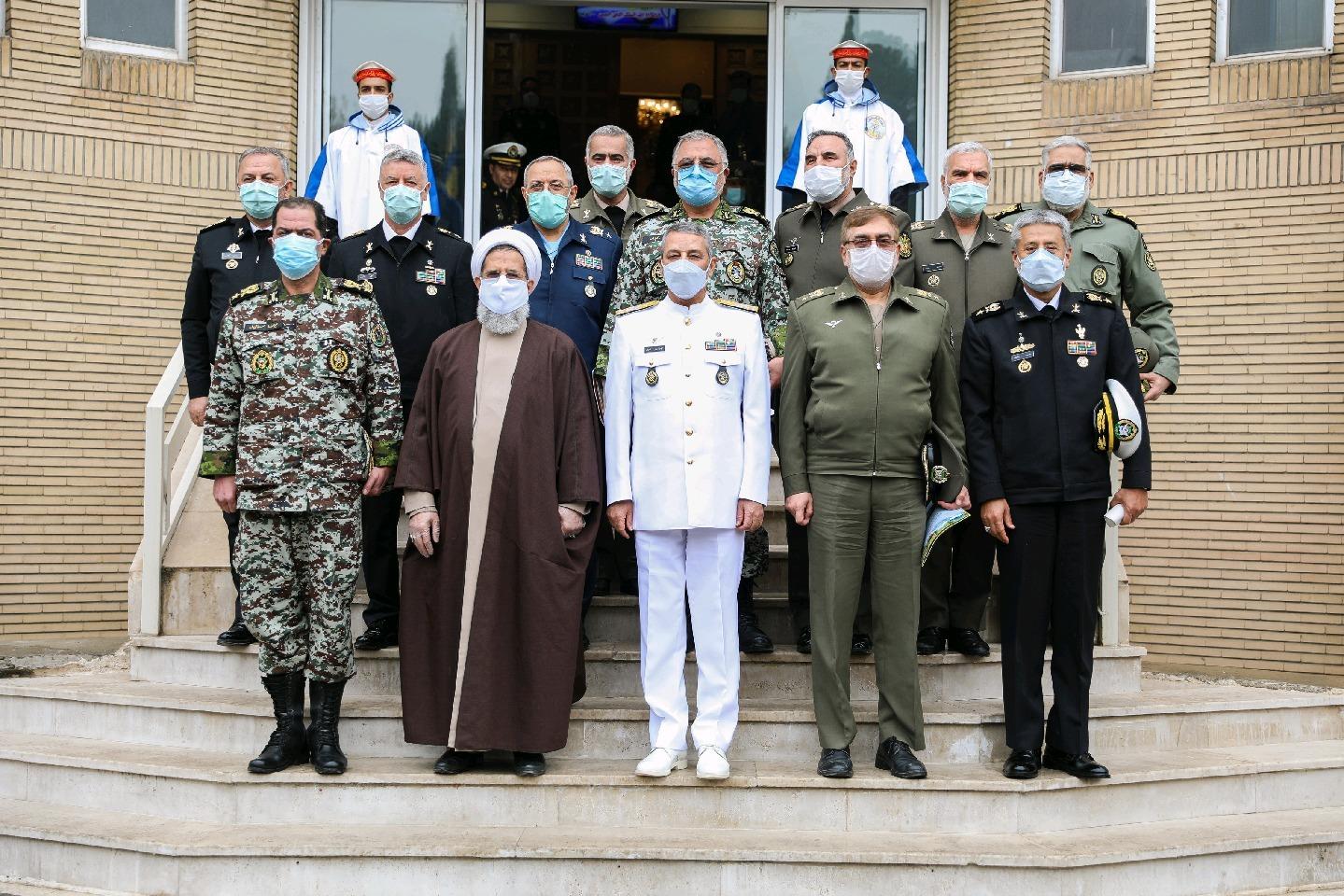 برگزاری جلسه هم افزایی فرماندهان و معاونین ارتش در ستاد نیروی دریایی ارتش