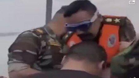 شیرجه رفتن عجیب سرباز نابینا در رودخانه + فیلم